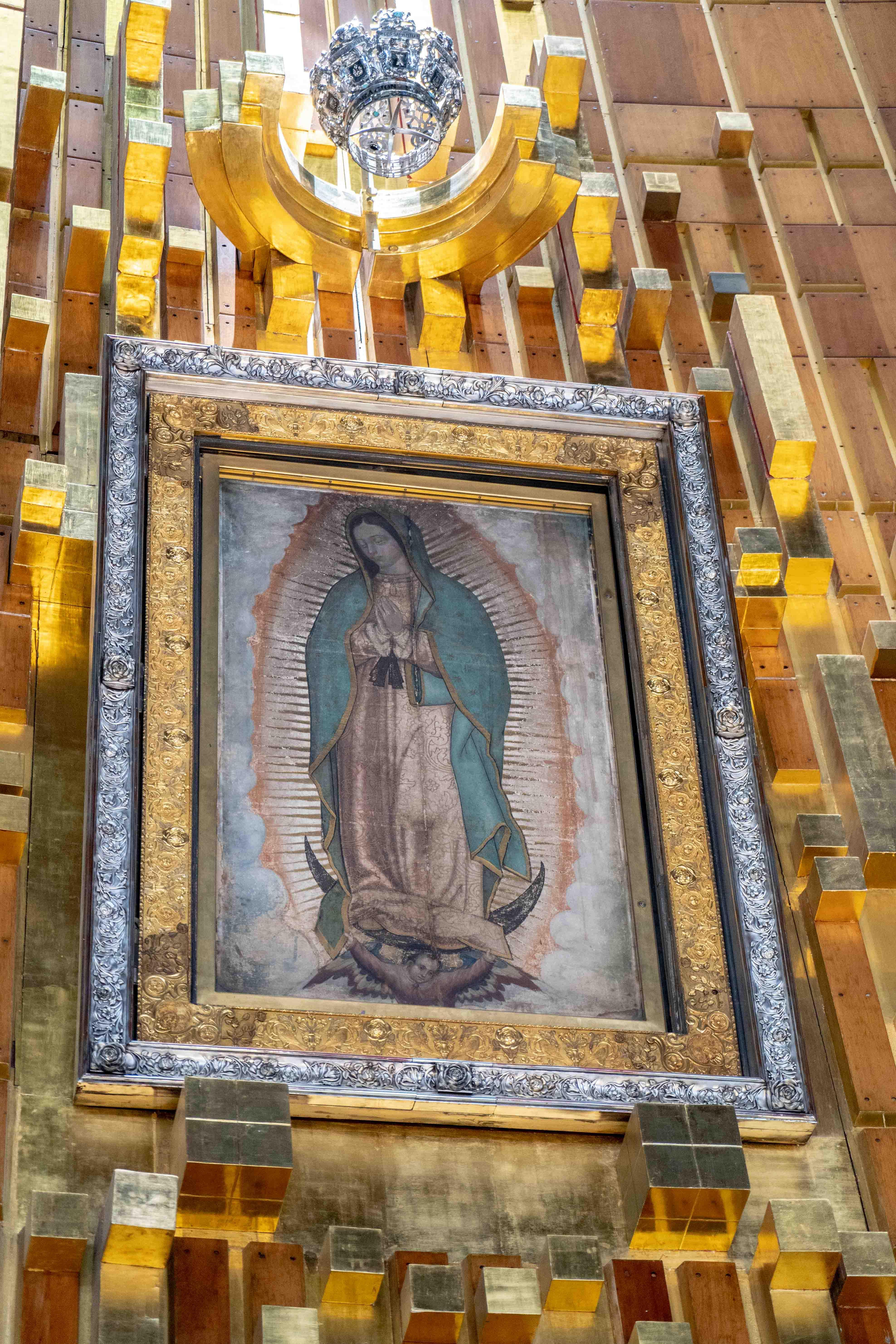 La tilma de Juan Diego est entreposée à la Basilique Notre-Dame-de-Guadalupe de Mexico City.