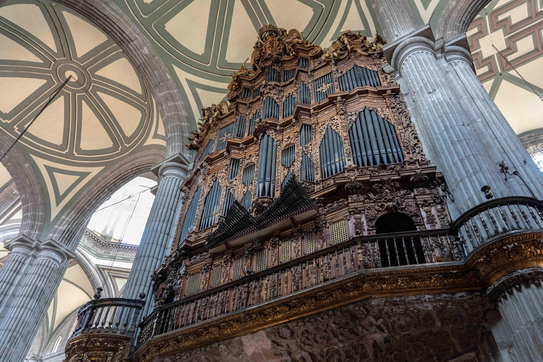 Sur le Zocalo se trouve la cathédrale métropolitaine de Mexico.