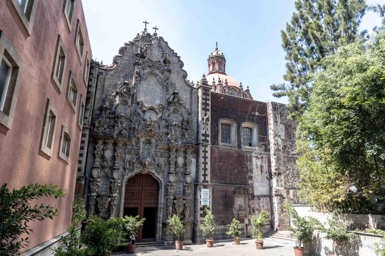 Le Calle Francisco I Madero est une artère piétonne importante du centre historique de Mexico City. On y trouve notamment l'église San Francisco.