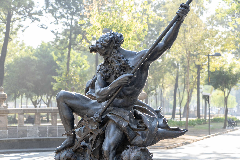 Statue dans Alameda Central, un écrin de verdure jouxtant le Palacio de Bellas Artes.