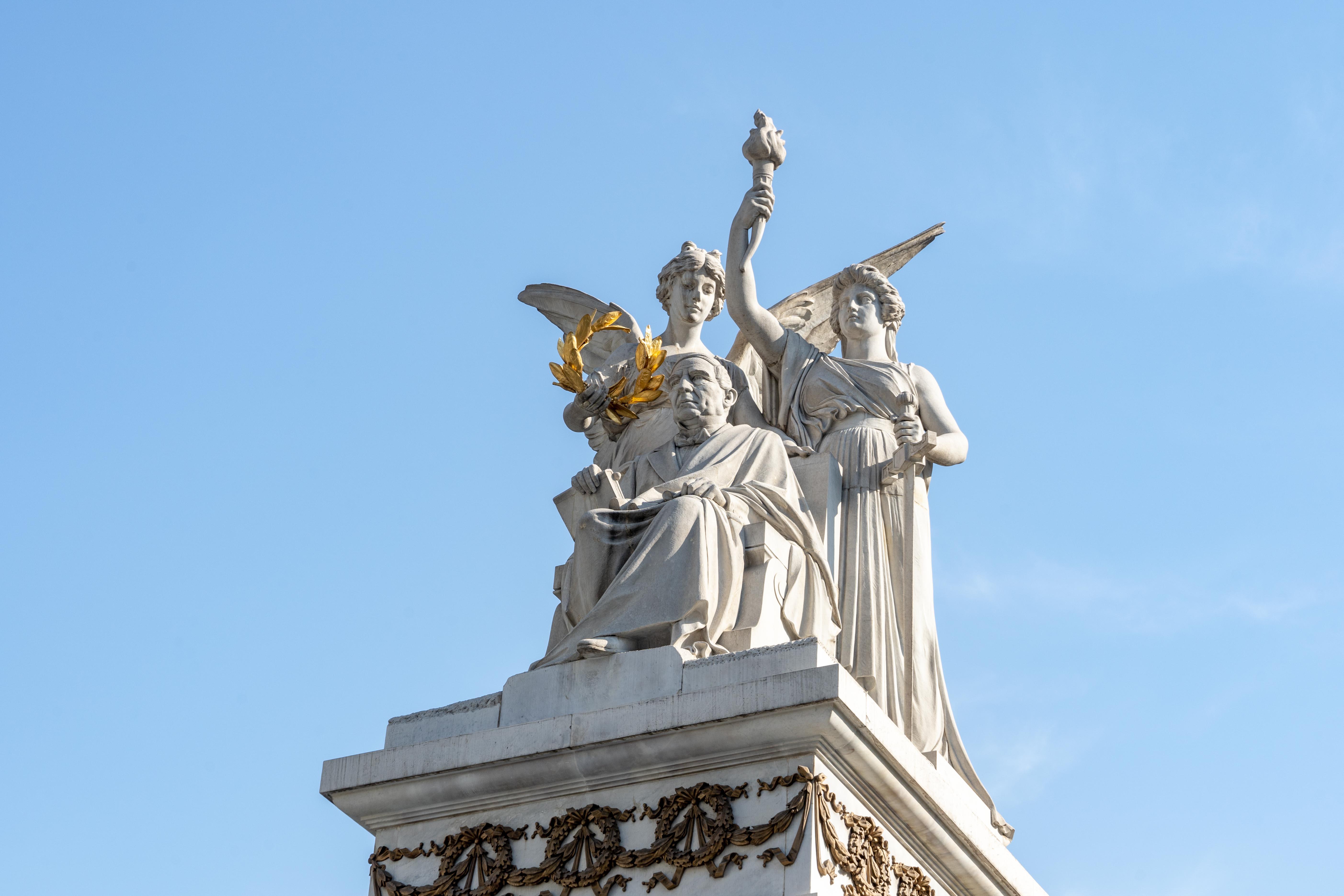Monument semi-circulaire en l'honneur de Benito Juarez.