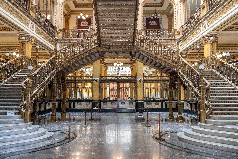 Visitez l'époustouflant Palacio de Correos de Mexico City