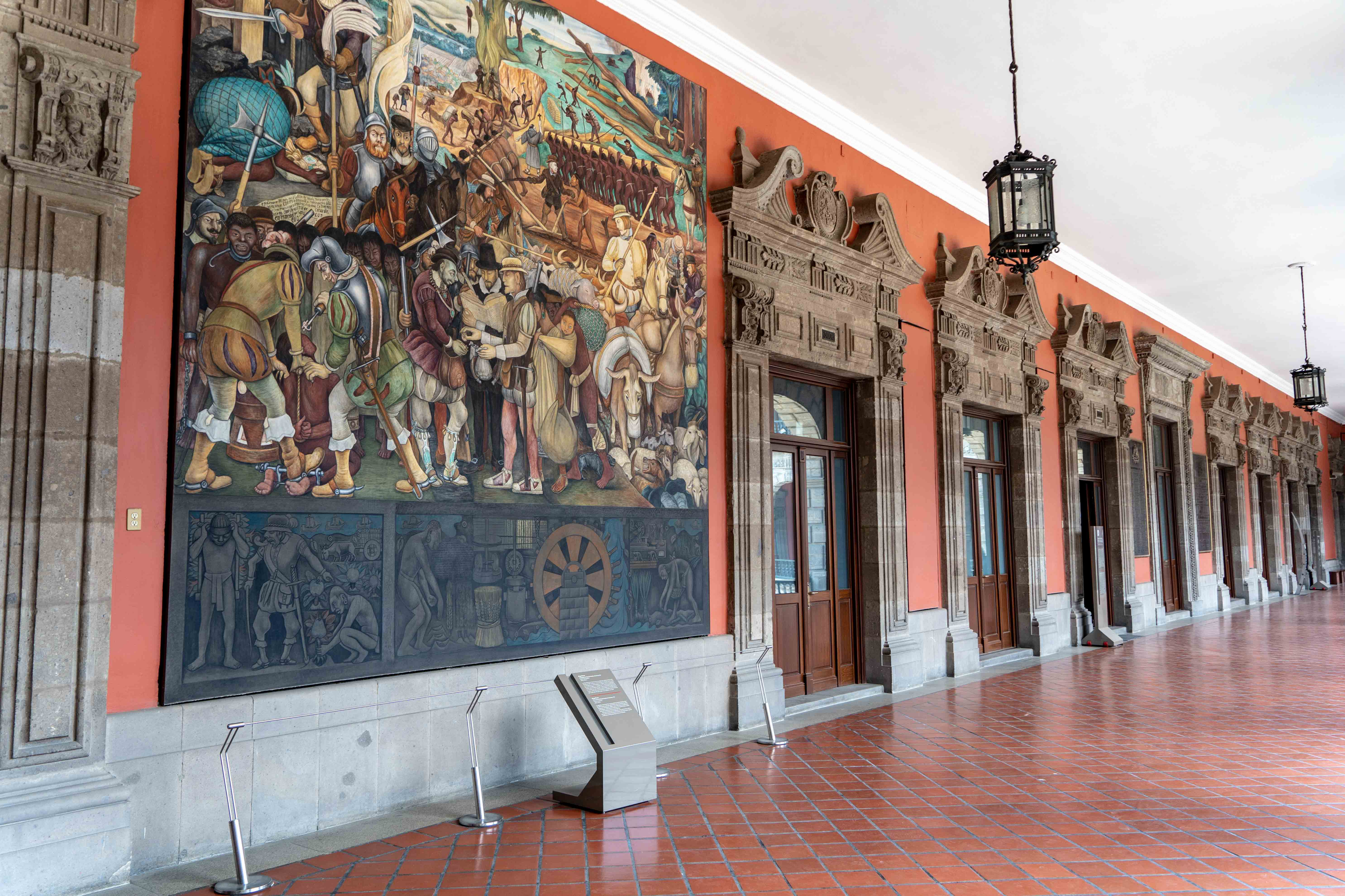 Profitez de votre visite à Mexico City pour découvrir le Palacio Nacional dans le centre historique de la ville.