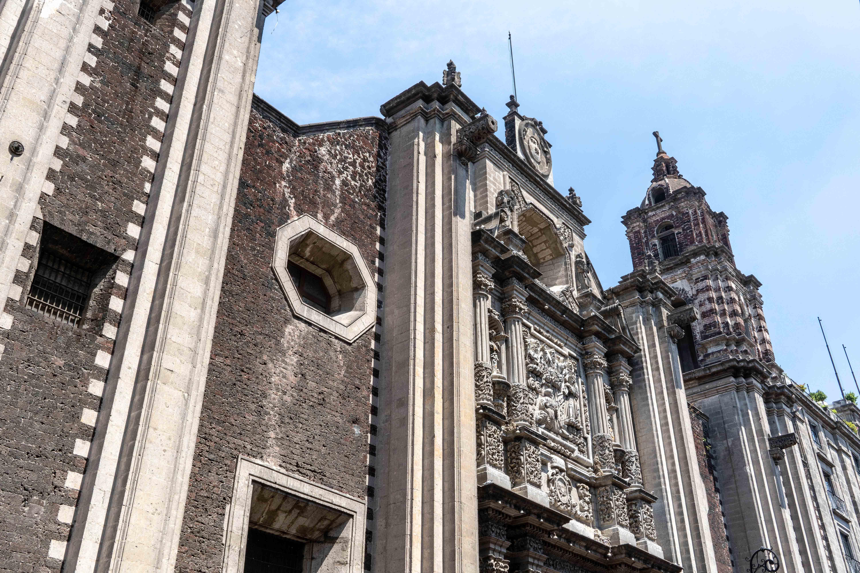 Le temple San Felipe Neri sur le Calle Francisco I Madero dans le centre historique de Mexico City.
